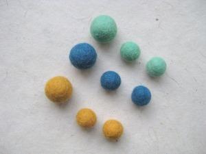autres-perles-perles-boules-en-feutre-jaune-orang-1965985-img-3401-219a0-d4905_big